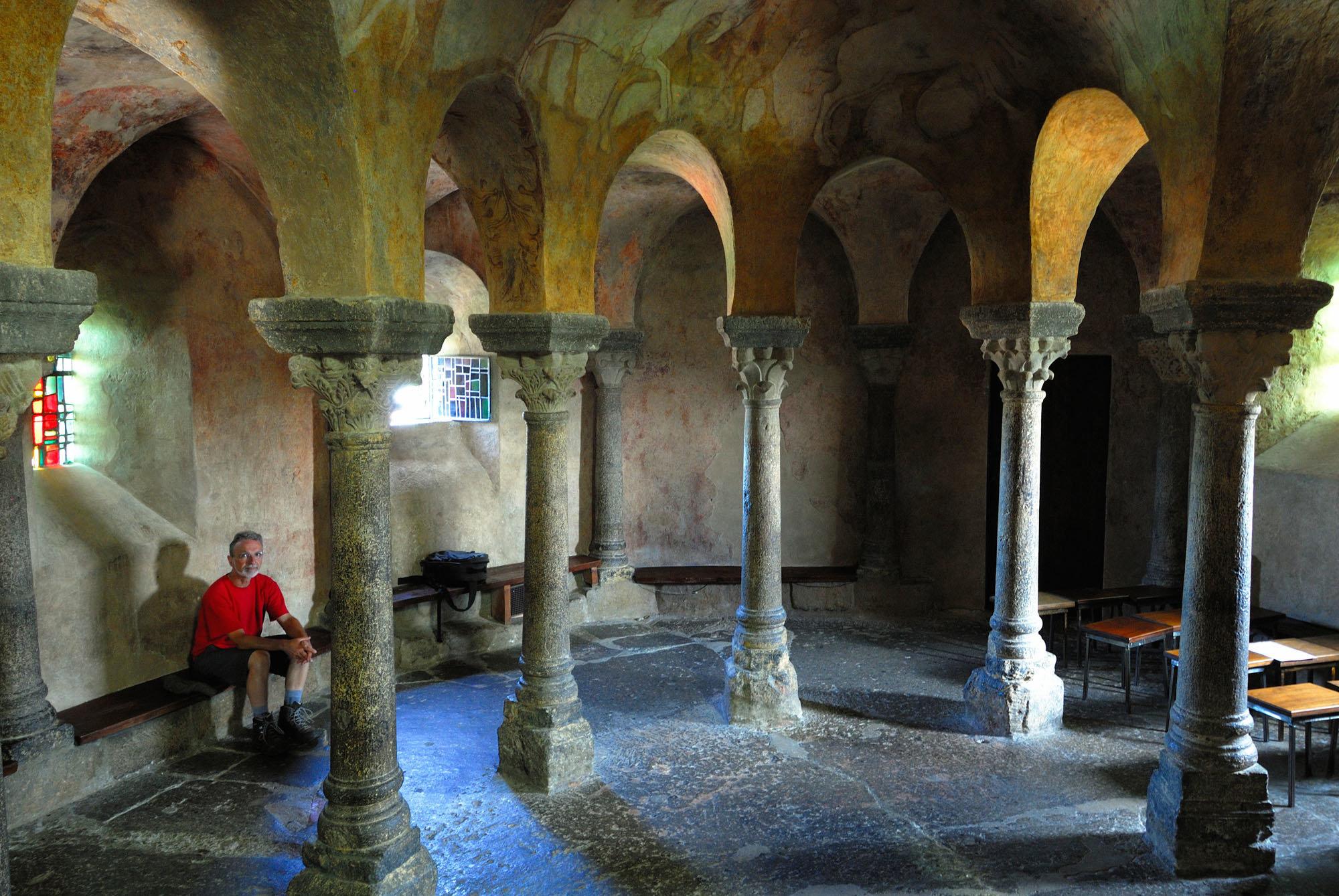 Intérieur de la chapelle Saint-Michel d'Aighuile
