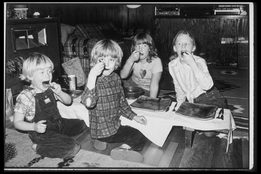 1979.11.Thanksgiving at Tina's
