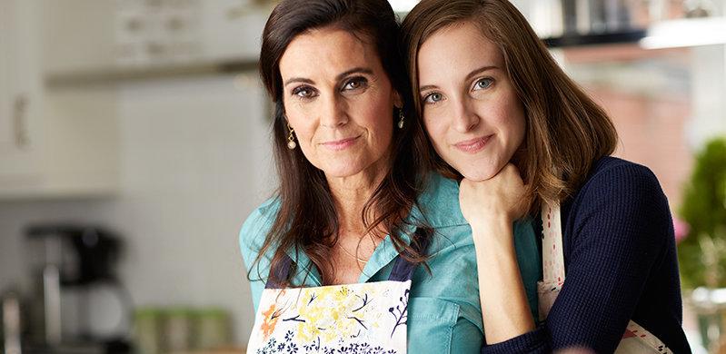 Mother_daughter_kitchen_070RT.jpg
