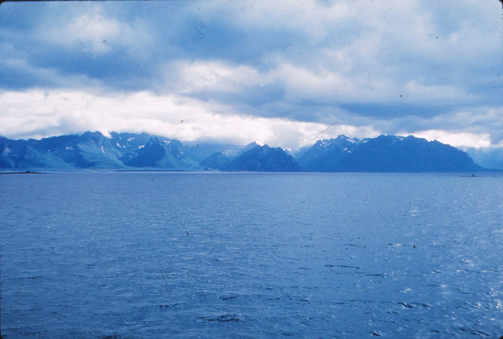 1128 (16) Hinnøy W kust bij [Kvinnes]