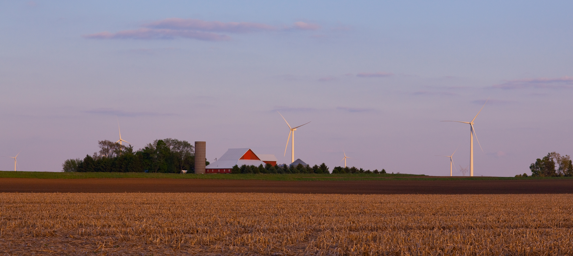 illinois farm neighbors with an illinois wind farm