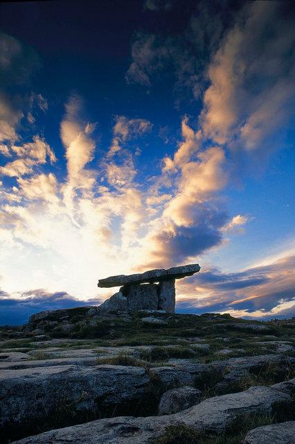 Dolmen de Poulnabrone,Burren,comté de Clare