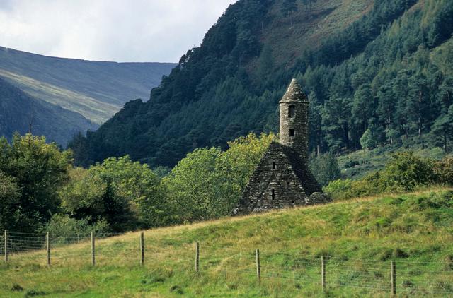 Glendalough,église de saint Kevin,2001