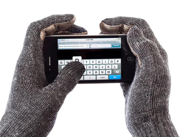 Gloves_Iphone_1.jpg