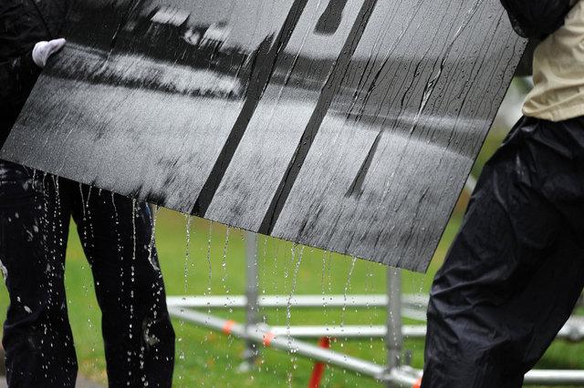 Grote publiekstrekkers van het festival zijn de buitenexposities, zoals het werk van John Lambrigts