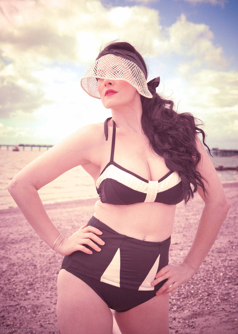 50's British Sea-side SS12 - Vintage Life