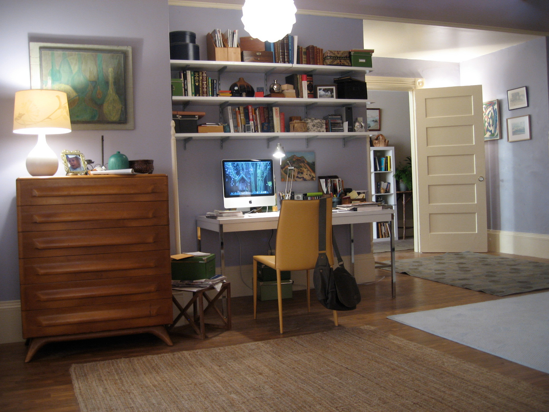 Nancy's Apt.- Desk/Bdrm.