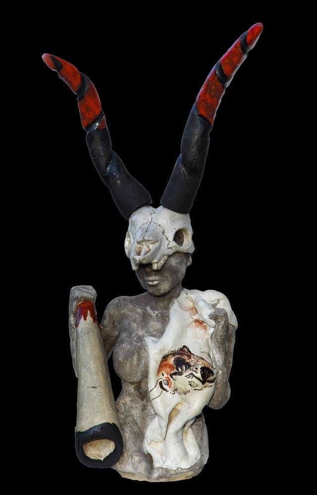 Altamiras - wojowniczka, ceramika szamotowa, szkliwo