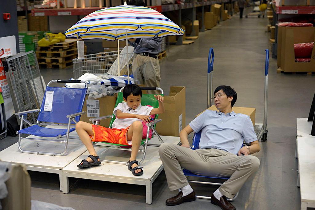 012fathersonumbrella.jpg