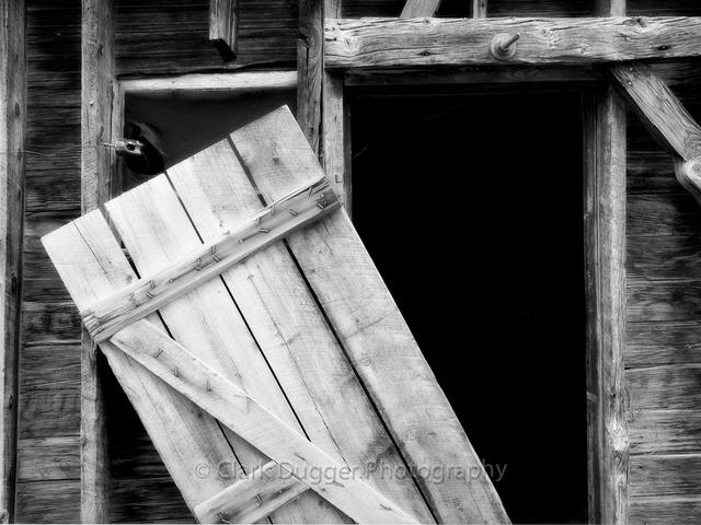 Boulder_Shack_#3_B&W.jpg