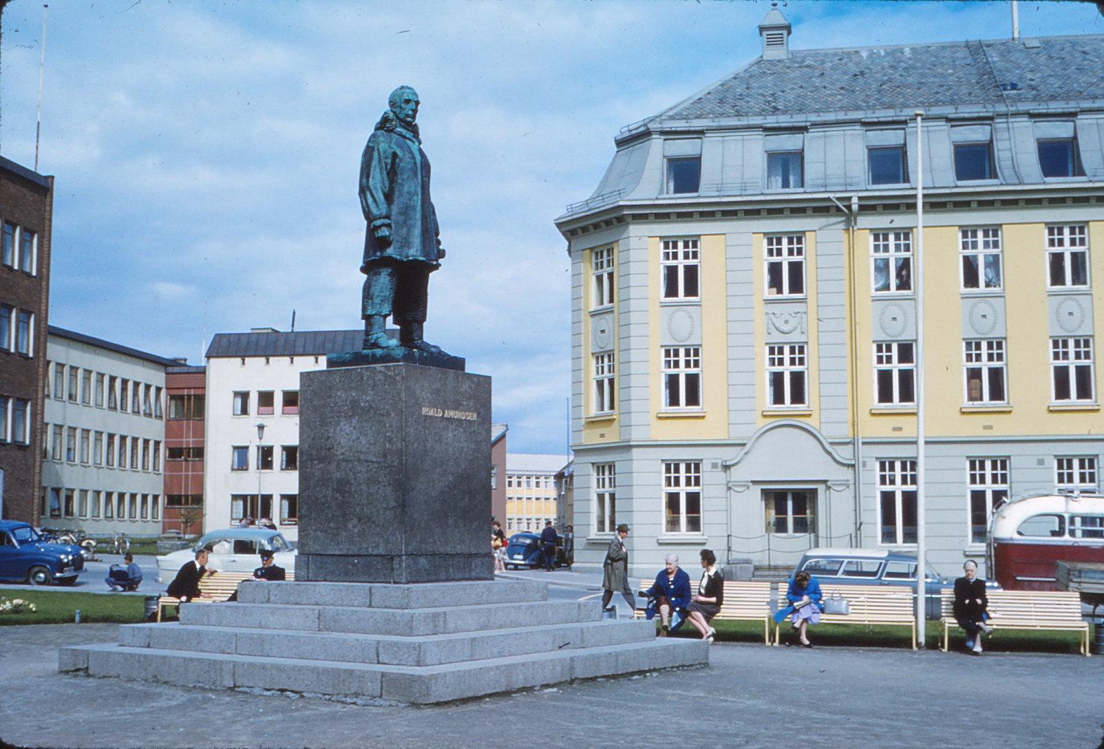 887 (36) Amundsen