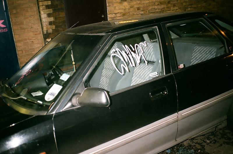 voiture taggée.jpg