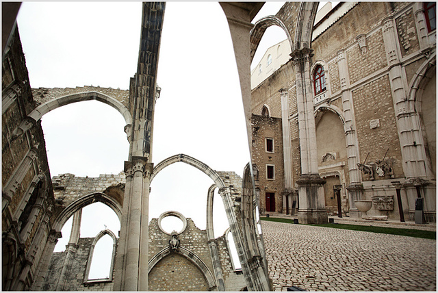 mirror in carmo cathedral