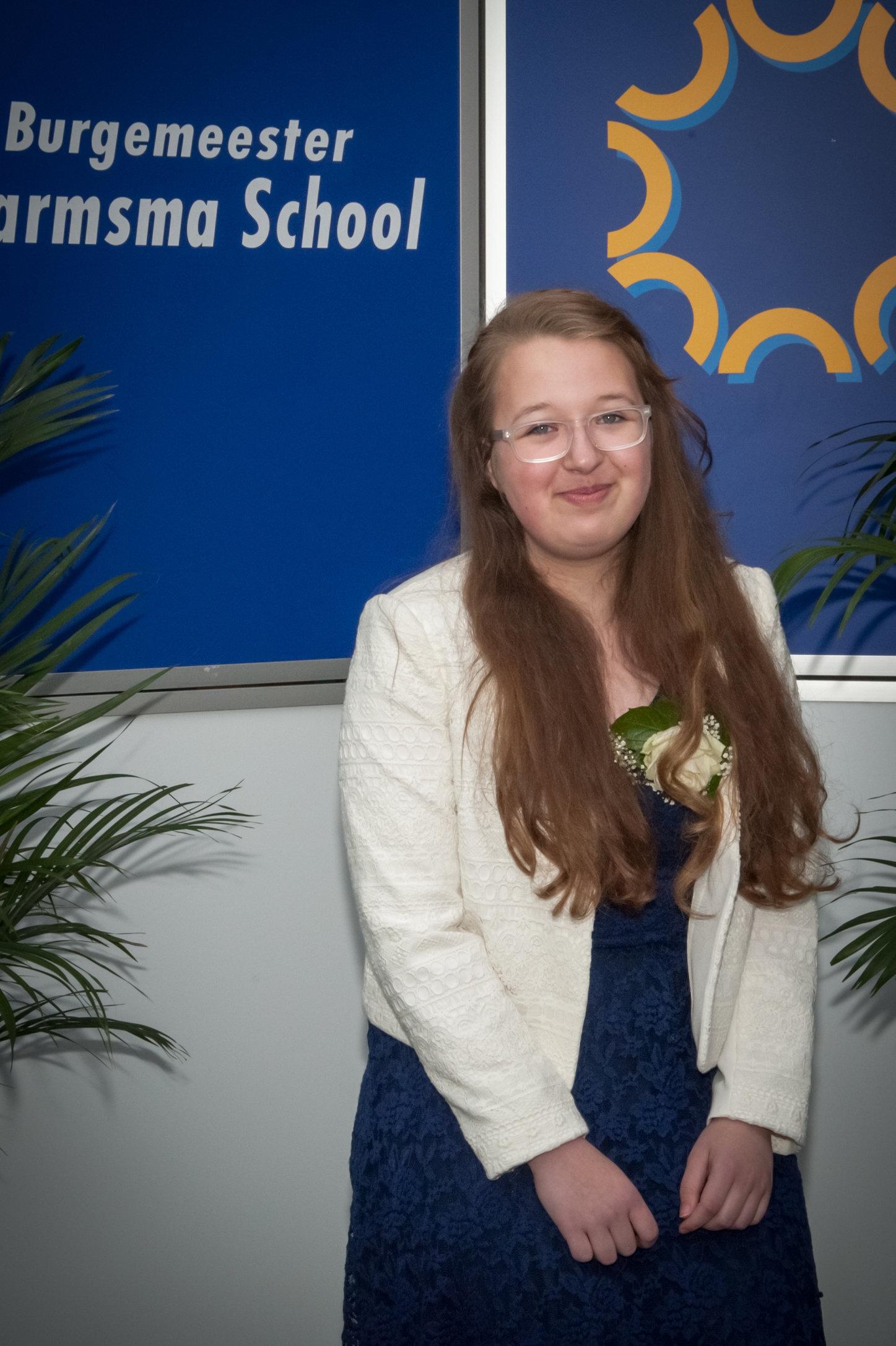 Larissa_diploma-4202-2.jpg