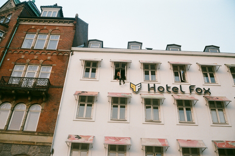 Jen à l'hotel, CHP.jpg