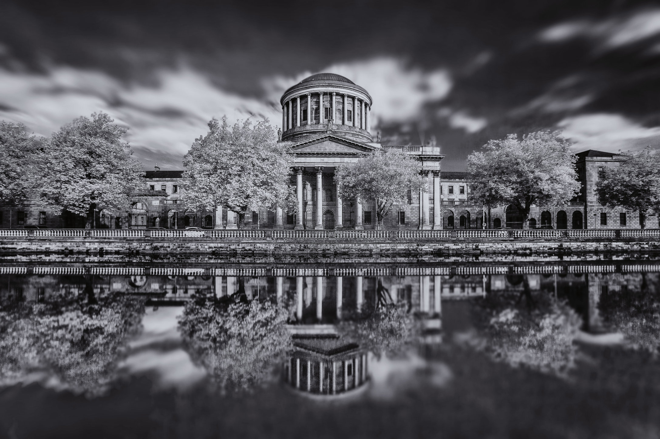 Four Courts b&w