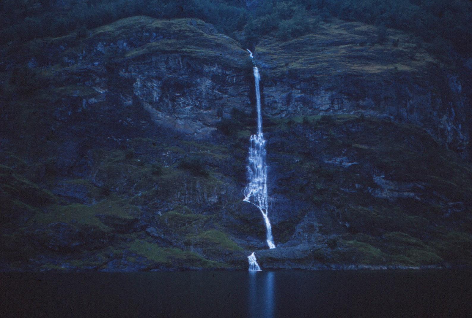 1183 (33) Hangend dal Aurlandsfjord