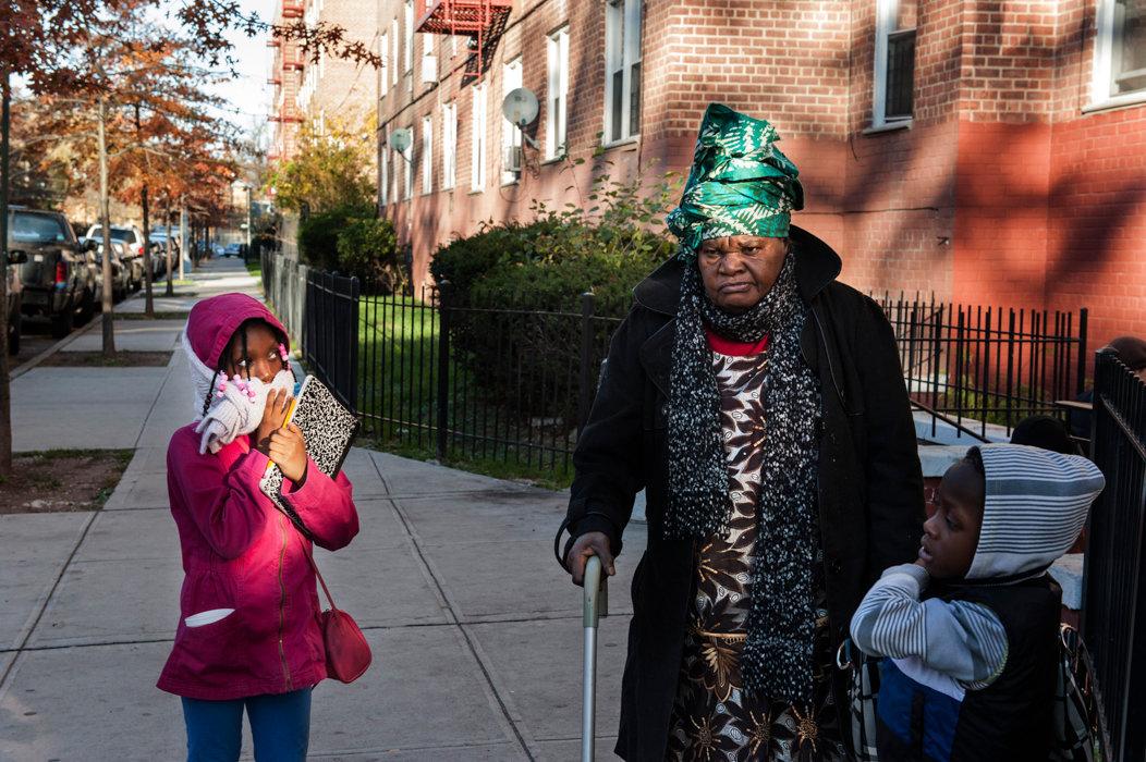 Nonna e nipoti dopo vaccino antinfluenzale_DSC2506.jpg