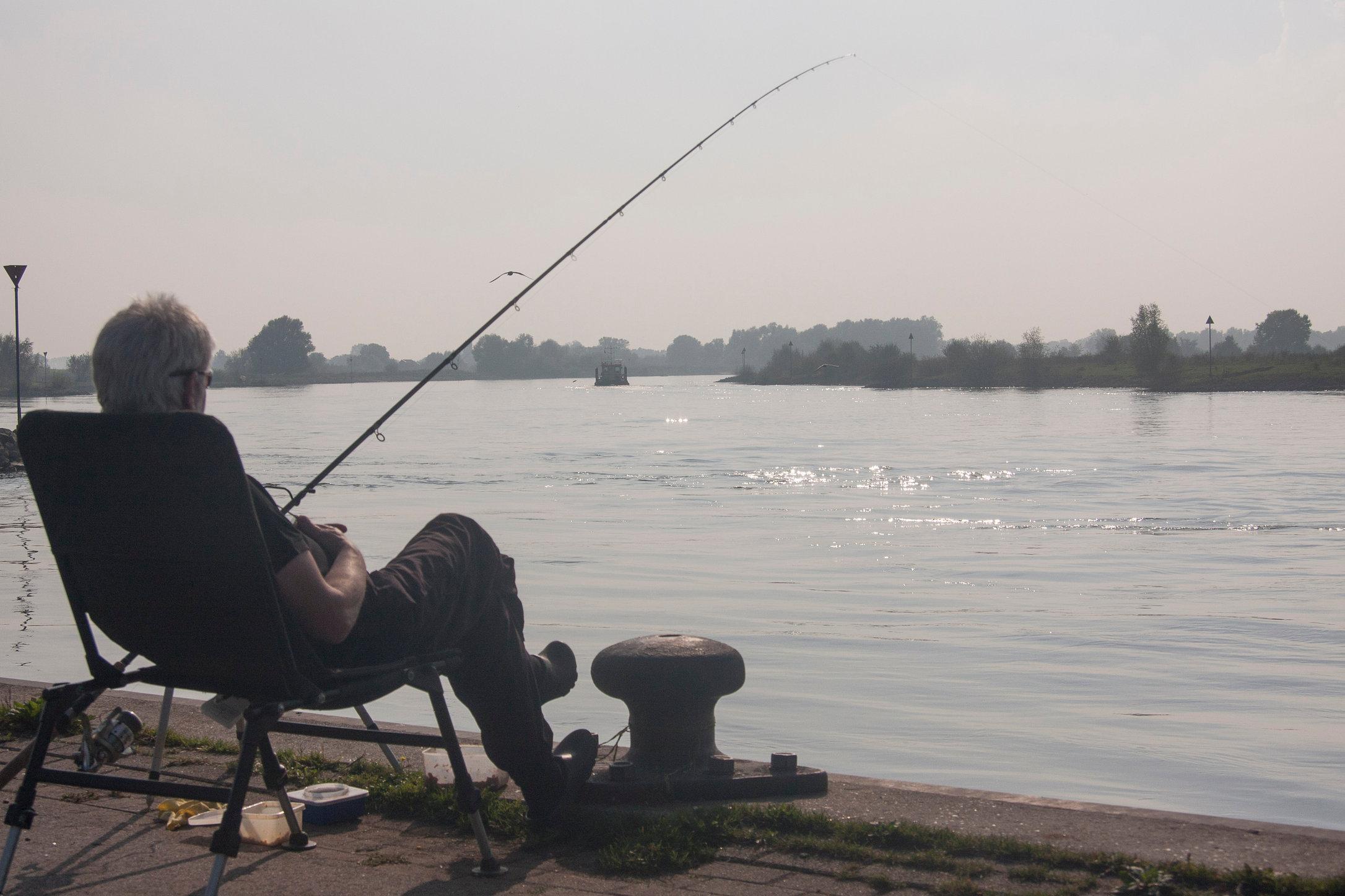 Fishig at the river IJssel