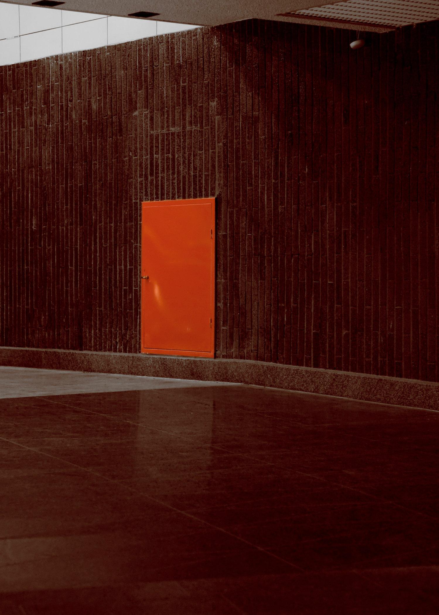 röd dörr.jpg