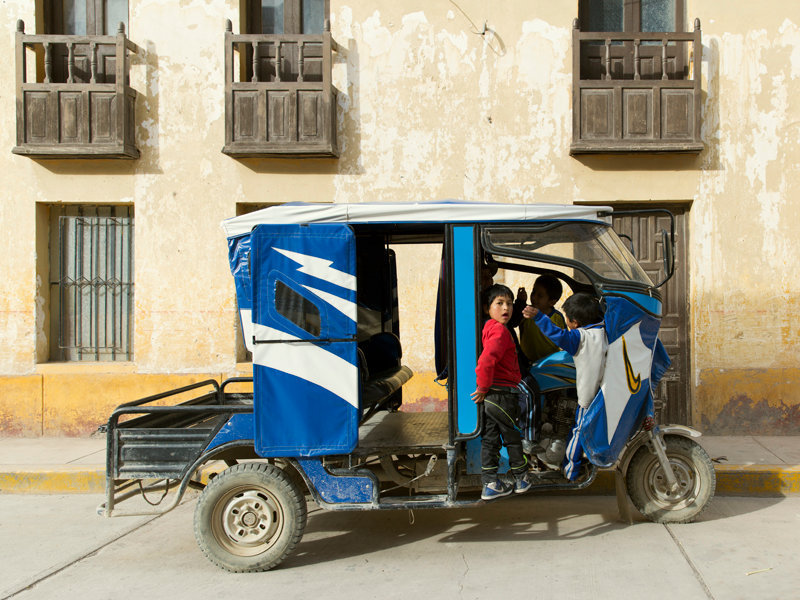 kids taking over a tuk tuk