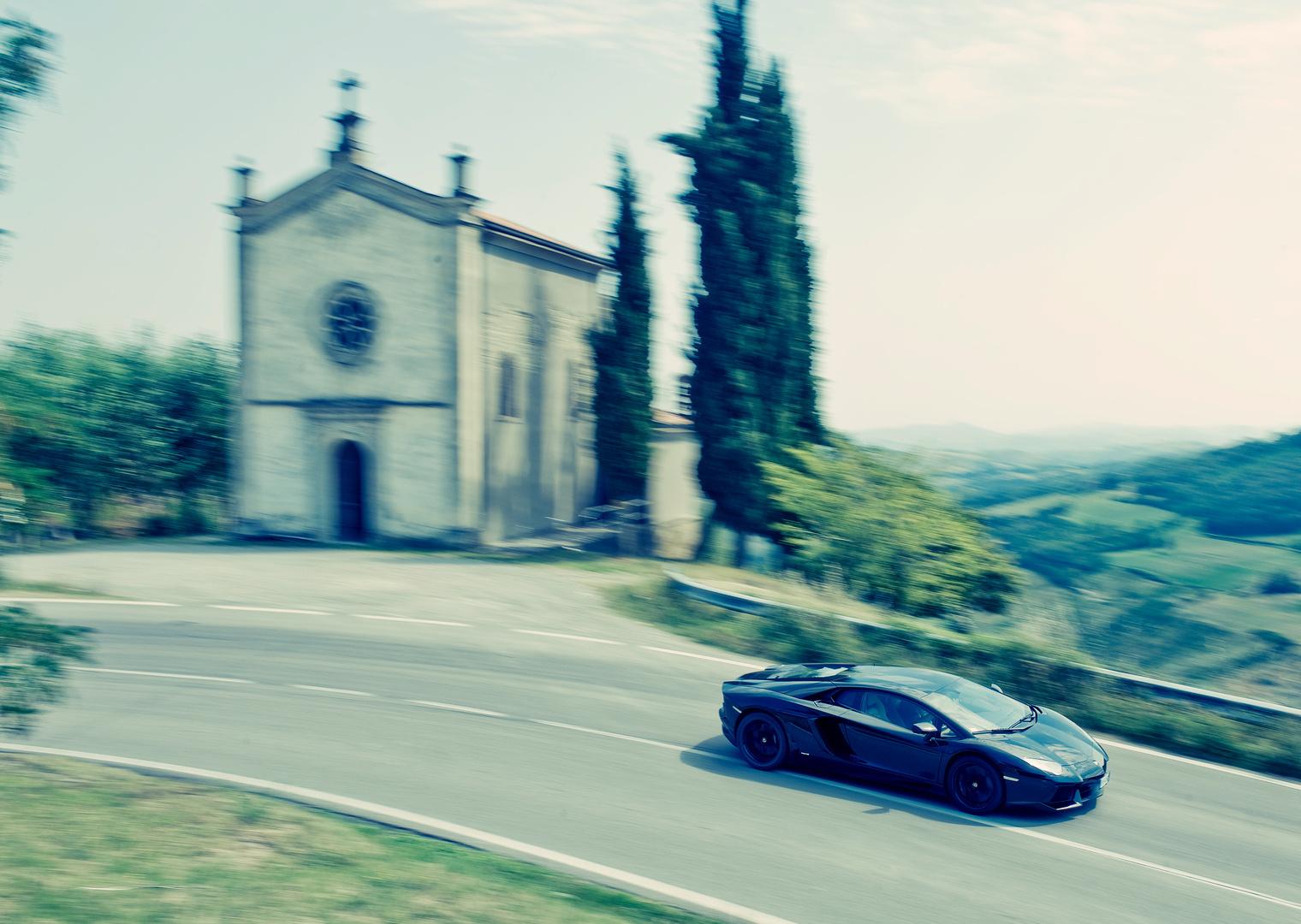 Lamborghini Aventador voor Carros Magazine