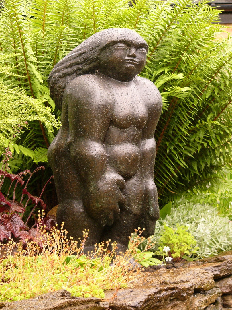 Primitive Woman  1990  83 x 31 x 31cm  Bronze Resin  RP £3200    Badby Garden 2011 @Photo Sarah Hat