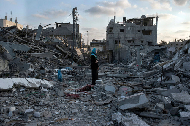 Resident returned to her house to see what remains. Al-Tufa Area, Gaza Strip