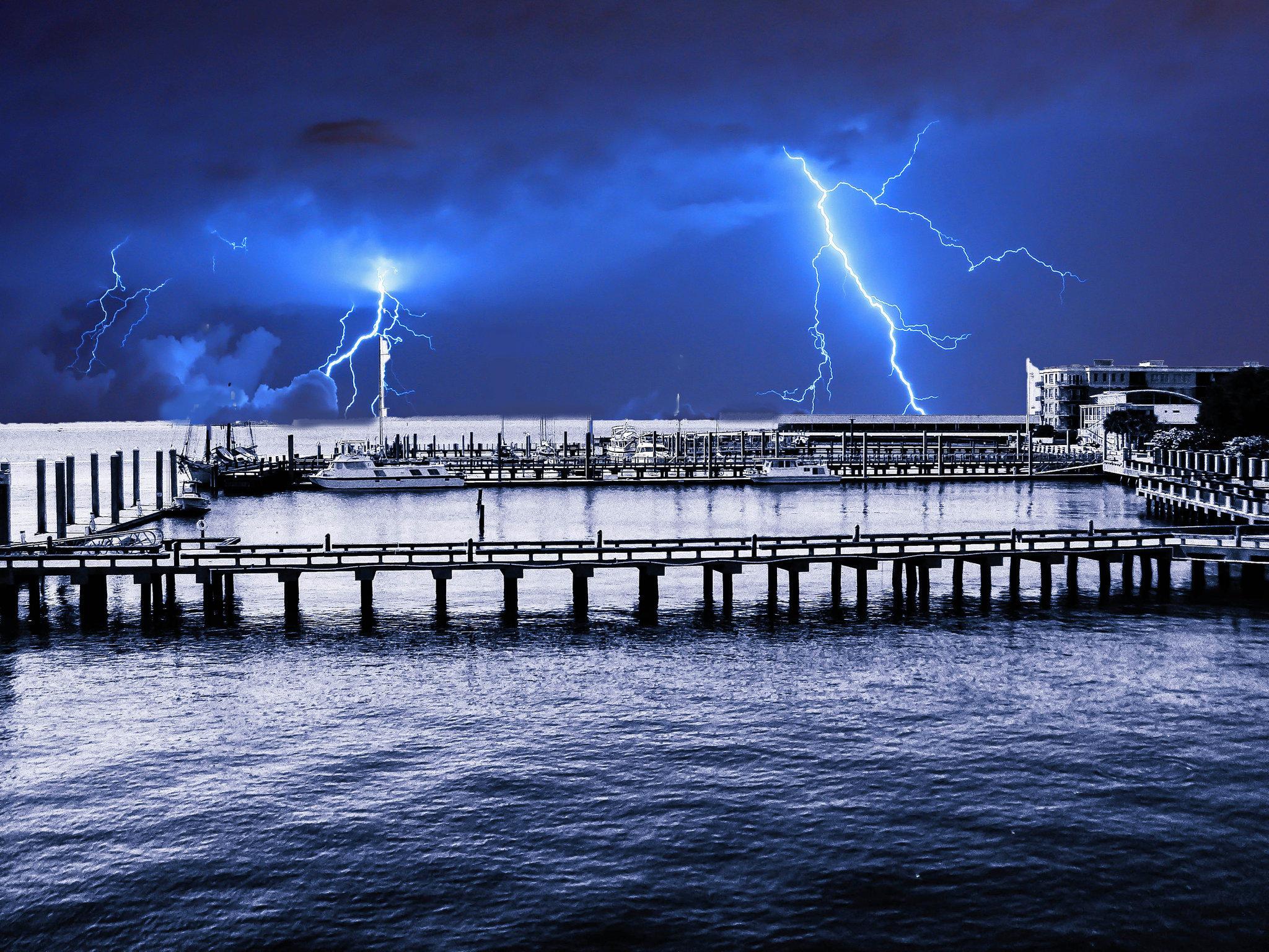 boat dockblue2.jpg