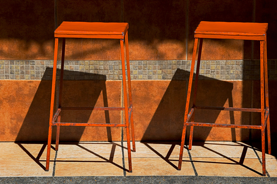 Esperando, Orange Benches