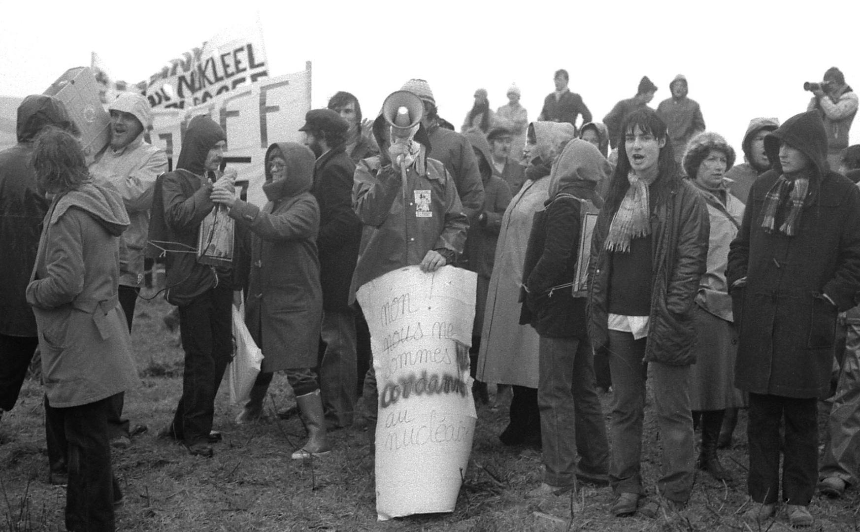 """Plogoff 1980 """"Non,nous ne sommes pas condamnés au nucléaire"""""""