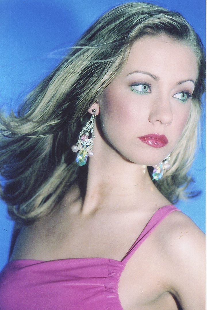 STEPHANIE GRANTHAM- MISS CHARLESTON USA is wearing pear shape earrings with pearl and ab stones embellishments.