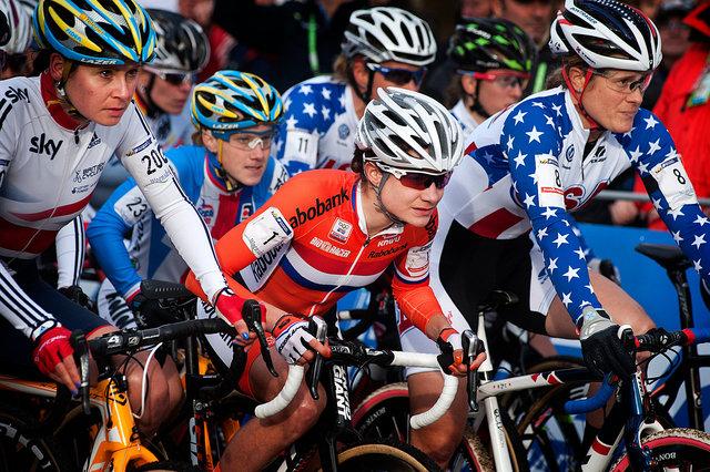 Belangrijkste concurrent voor Vos is de Amerikaanse Kathy Compton rechts van haar